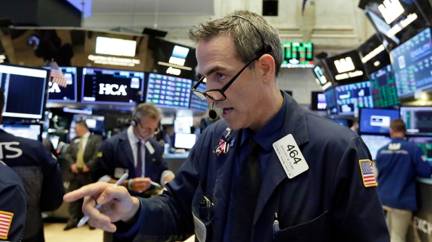S&P 500 Hits All-Time High, Ties Record for Longest Bull Run