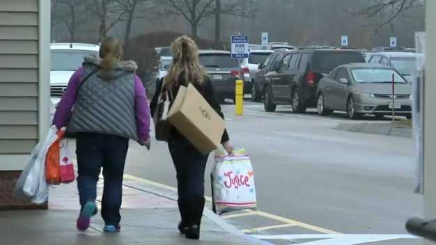 Mass. Retailers Expect 3.8 Percent Boost in Holiday Sales