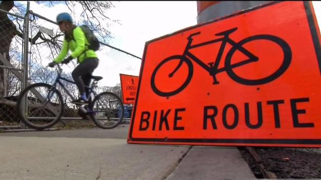 Cyclists Sign Petition for Better Lanes on Longfellow Bridge
