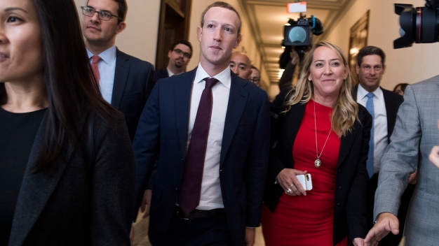 Senator to Facebook's Zuckerberg: Sell WhatsApp, Instagram