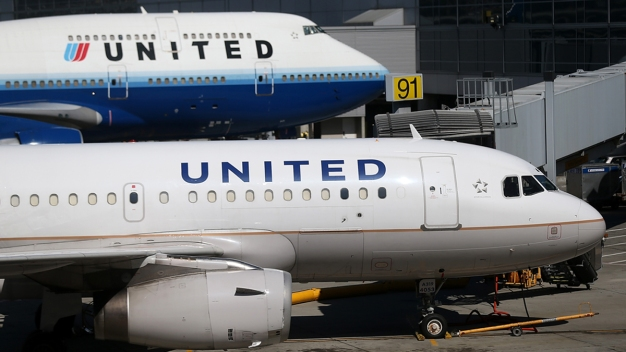 Officials Seek to Ban City Travel on United After Dragging