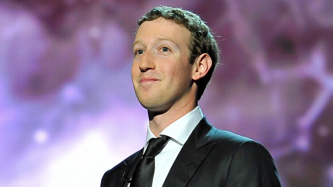 Facebook's Mark Zuckerberg, Wife Donate $25M to CDC for Ebola Fight