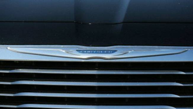 Chrysler Recalling 870K SUVs for Brake Defect