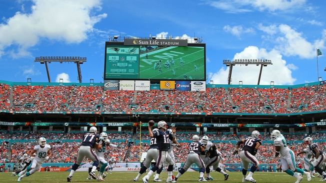Patriots Fall to Dolphins, 33-20