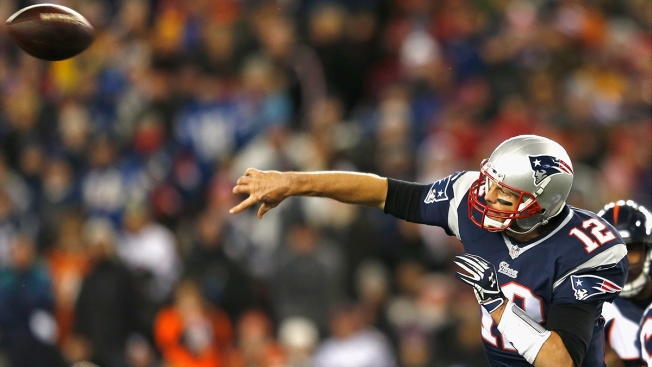 Brady, Gronk Lead Revitalized Pats' Offense