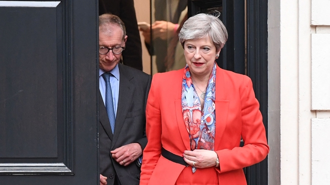 Theresa May's two key aides quit following election