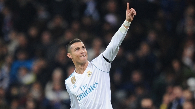 Cristiano Ronaldo Wins 5th Award for Soccer's Best Player, Tying Messi for Record