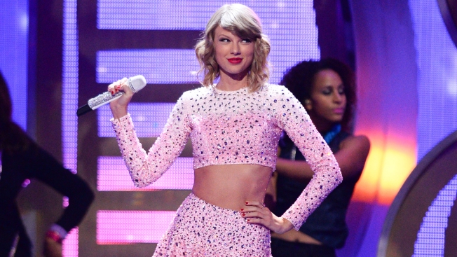 Taylor Swift Thanks Boston College Students