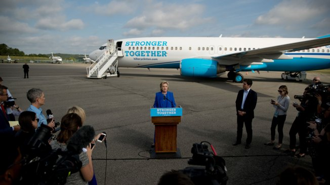 With New Plane, Clinton Courts Media on Campaign Trail