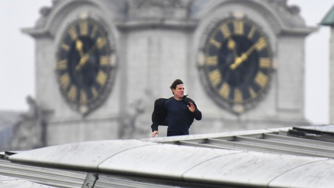 Tom Cruise back shooting 'Impossible' London stunts after accident