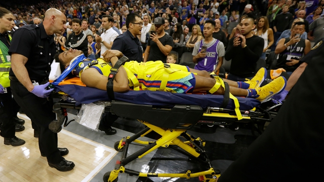 Warriors' McCaw Bruises Spine After Fall in Game