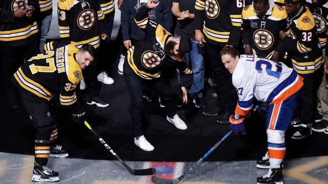 Edelman Spikes Puck During Face-Off As Patriots Celebrate With Bruins