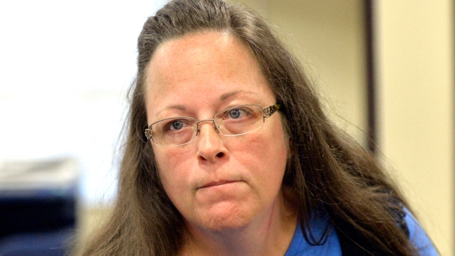 Jailed Kentucky Clerk Kim Davis Asks Court to Block Governor's Order