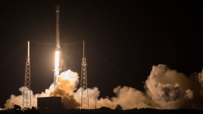 'Tiny Glitch' Forces SpaceX to Postpone Rocket Launch, Attempted Landing