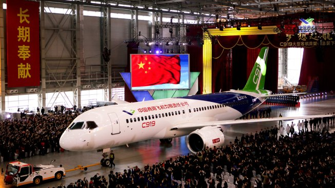 China Unveils Jetliner in Bid to Compete With Boeing, Airbus