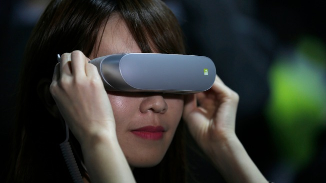 LG Unveils Smartphone With Dual Camera, Virtual-Reality Set