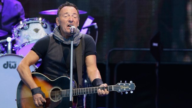 Foxboro, Massachusetts, Extends Curfew for Bruce Springsteen