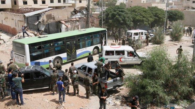 Four-Year Siege of Syrian City Daraya Ends, 3,200 Evacuated