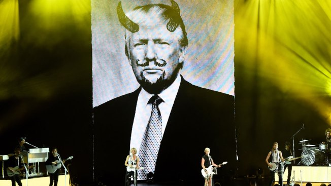 Dixie Chicks Kick Off Tour With Donald Trump in the Backdrop