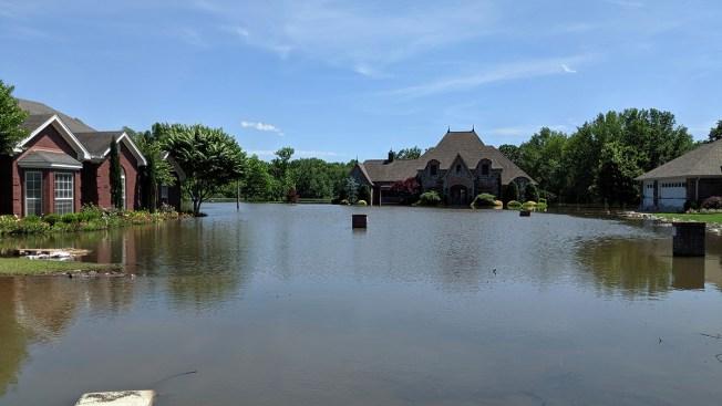 Oklahomans Clean Up After Flood; Arkansans Brace for Crest