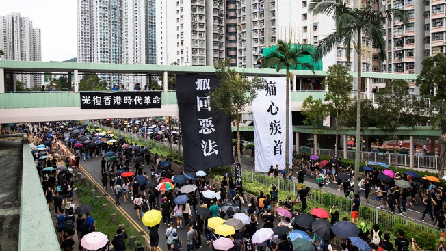 Protesters, Police Play Cat-and-Mouse Game Across Hong Kong