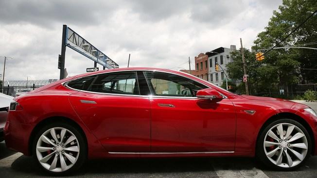 Man Killed in Tesla 'Autopilot' Mode Received Warnings