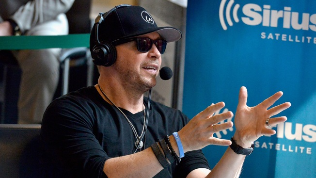 Donnie Wahlberg leaves $2K tip at Charlotte Waffle House