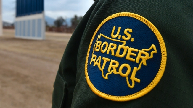 Federal border agent injured in Texas dies