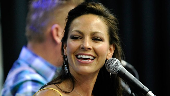 Joey Feek Laid to Rest in Private Hometown Ceremony