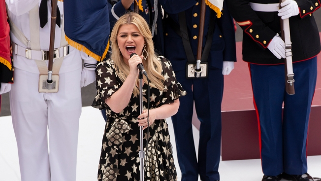 Kelly Clarkson Sticks Up for 16-Year-Old Singer and Proves She's Still Our American Idol