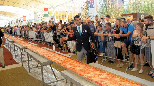 Master-Pizza: Nearly Mile-Long Pie Made in Milan