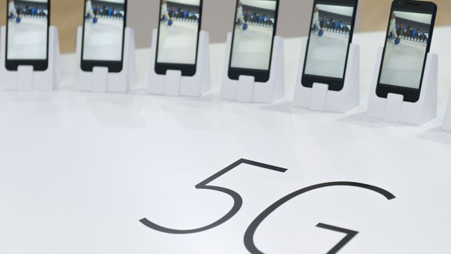 Mobile Industry Shows New Gadgets, Pushes 5G