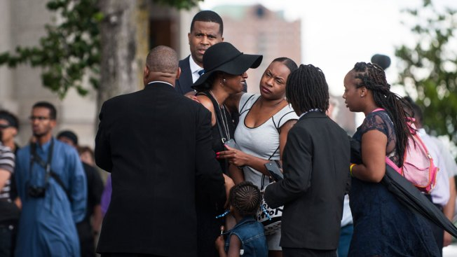 Hundreds of Mourners Attend Philando Castile Funeral in Minnesota