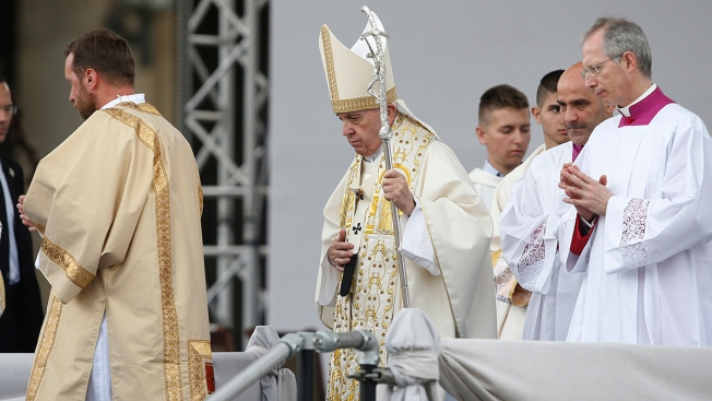 Pope Urges Migrant-Skeptic Bulgarians to Open Hearts, Homes