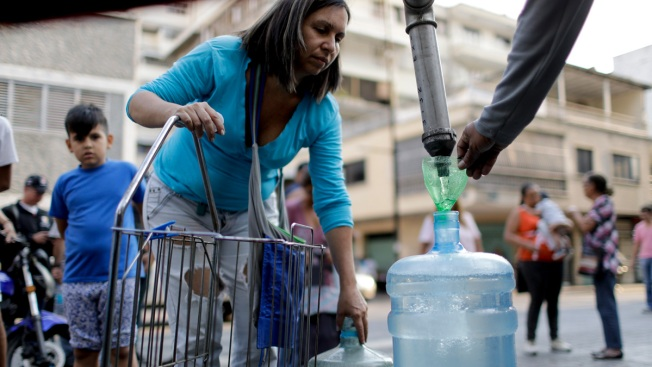 Venezuelans Search for Water as New Blackouts Hit Nationwide