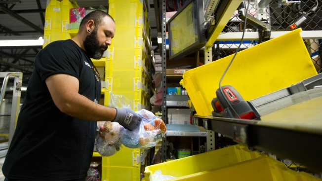 Amazon Hiring 100,000 Workers for Holidays, Up 25 Percent From Last Year