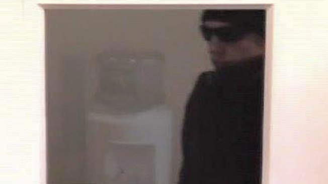 Police Looking for Suspect in Conn. Bank Robbery