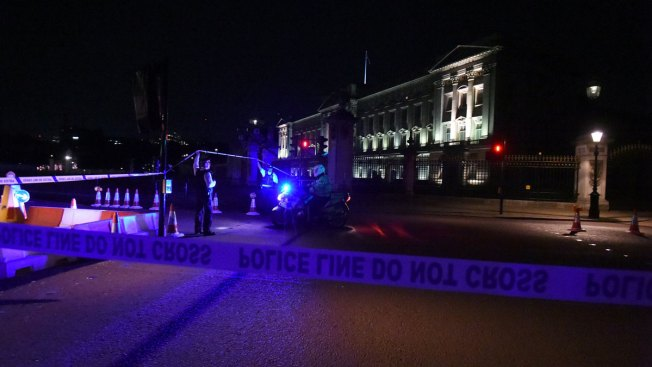 Police attacked near Buckingham Palace
