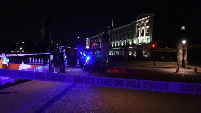 Police attacked near Buckingham Palace