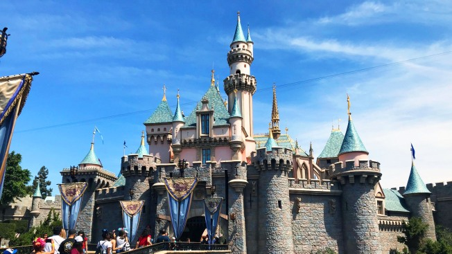 Disneyland Resort Workers Agree on Increase to $15 Minimum Wage