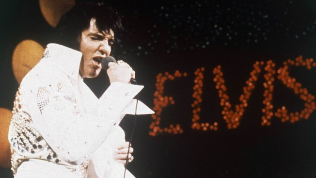 Fans Walk Silently, Solemnly Past Elvis' Grave During Vigil