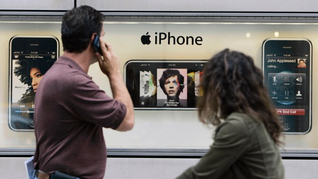 Suit: iPhones Apple Slowed Forced Owners to Buy New Phones