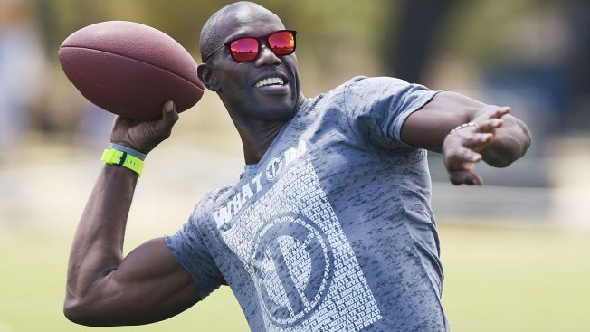Terrell Owens, Debbie Gibson Lead 'Dancing With The Stars' Cast