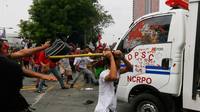 Philippine Police Van Rams Protesters in Front of US Embassy