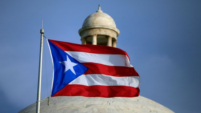 Divided Puerto Ricans vote on whether to become USA state