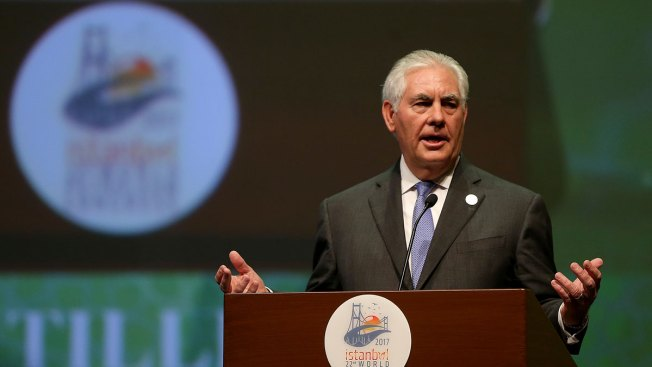 Tillerson Gets Oil Industry Award, Says He Misses Colleagues