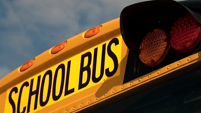 PD: 2 People Try Luring Elementary School Girl at Bus Stop