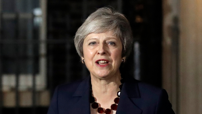 May Wins Cabinet Backing for Brexit Deal but Pitfalls Remain