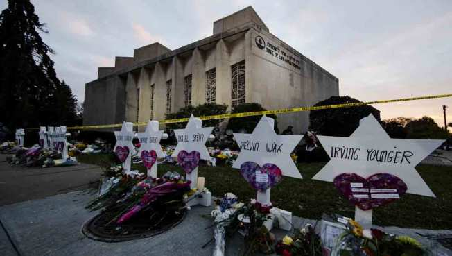 Hundreds Gather at Vigil for Synagogue Shooting Victims