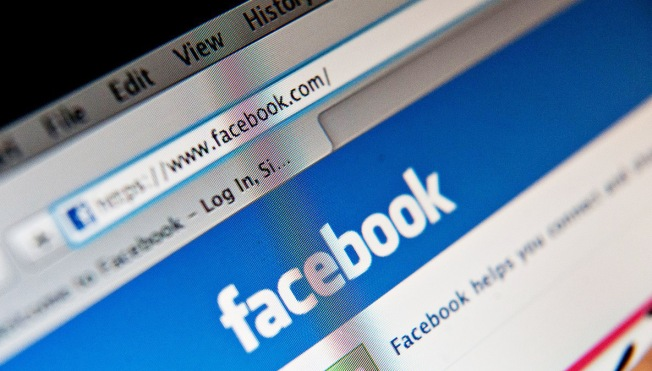 Cops: Facebook Page Threatens to Expose Girls' Nude Photos
